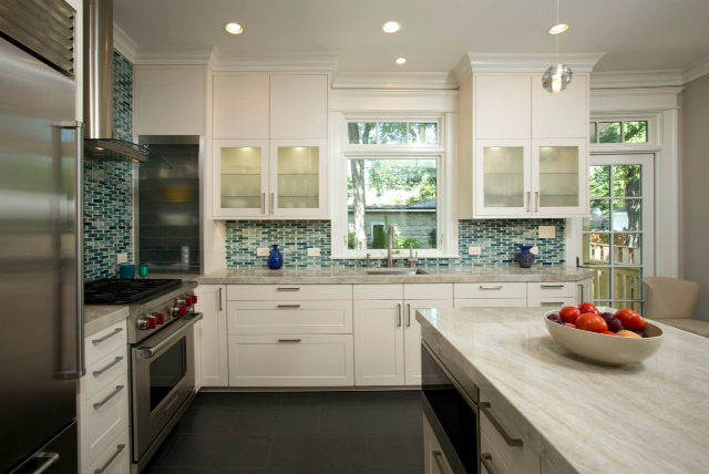 Elite Kitchens Custom Lunada  Bay Glass Backsplash